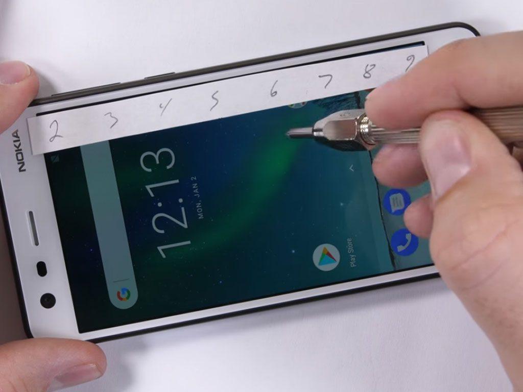 Nokia 2 display scratch test